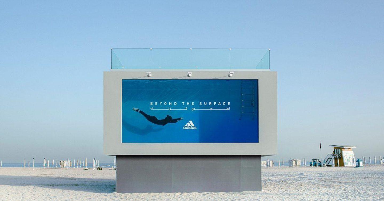 Adidas ra mắt bảng quảng cáo chứa nước có thể bơi được