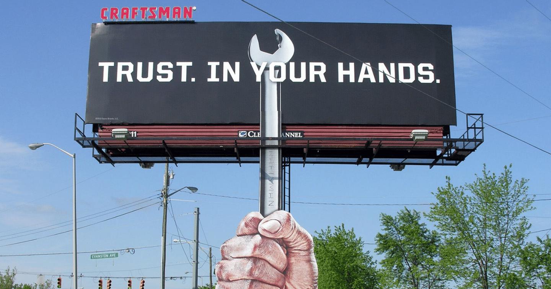 Làm sao để biển quảng cáo ngoài trời trở nên bắt mắt hơn?