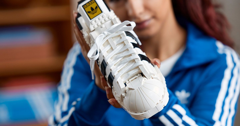 adidas Originals và Tập đoàn LEGO hợp tác ra mắt phiên bản LEGO của dòng sneaker biểu tượng Superstar