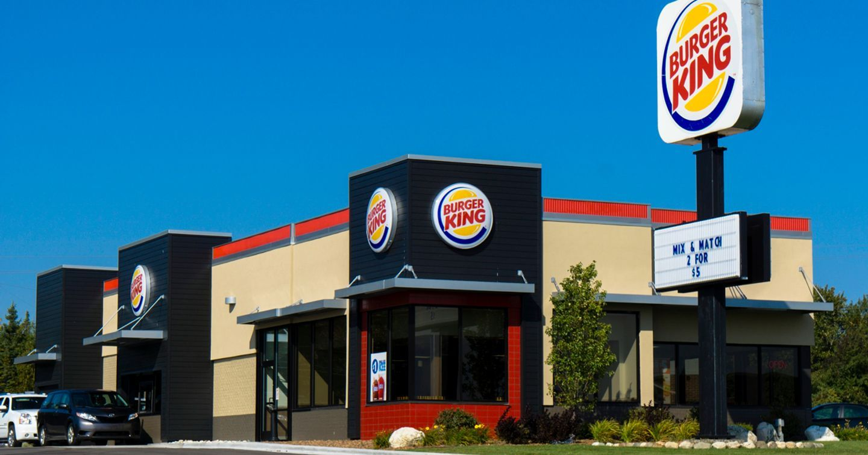 """Burger King và những màn """"đặc sản"""" cà khịa các thương hiệu khác"""