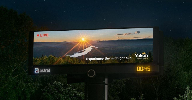 Campaign quảng cáo DOOH ngắm nhìn mặt trời lúc nửa đêm tại Canada