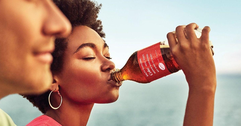 """Coca Cola trổ tài """"làm thơ"""" trong phiên bản bao bì chào hè 2021"""