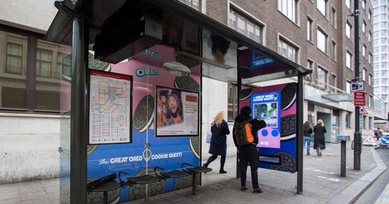 Oreo tương tác với người dùng qua chiến dịch quảng cáo nhà chờ xe bus