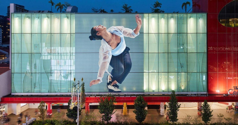 Apple quảng cáo lớn cho Airpods Pro trong chiến dịch OOH toàn cầu